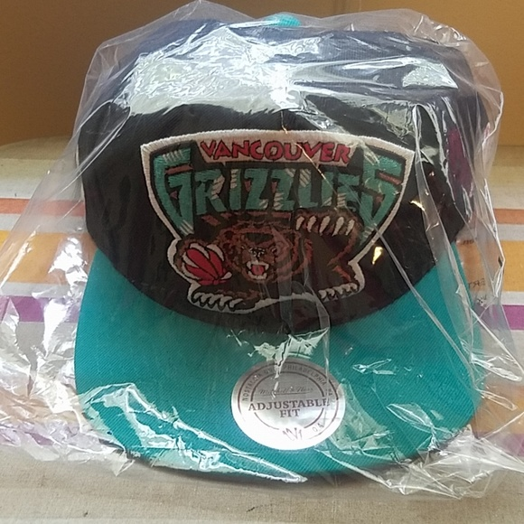 2a6ee9fad Vancouver Grizzlies Bears Snap Back NWT